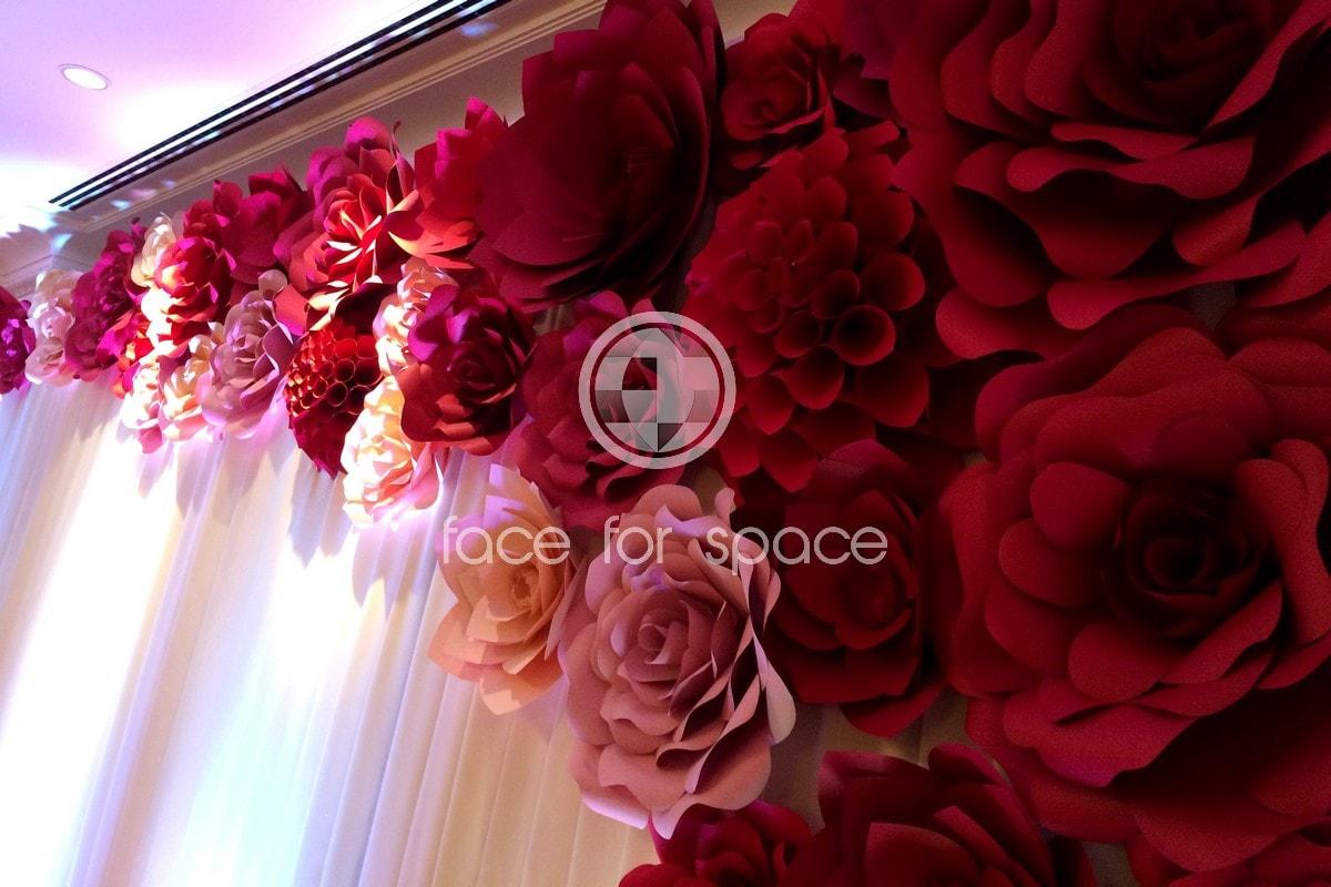 пресс волл на свадьбу украшенный цветами заказ в спб цена